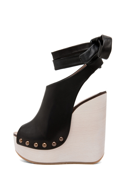 CHLOE | Leather Wrap Around Wedges in Black