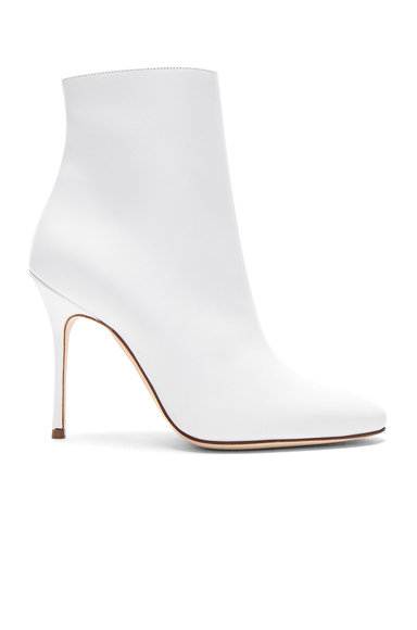 Manolo Blahnik Leather Insopo 105 Booties in White