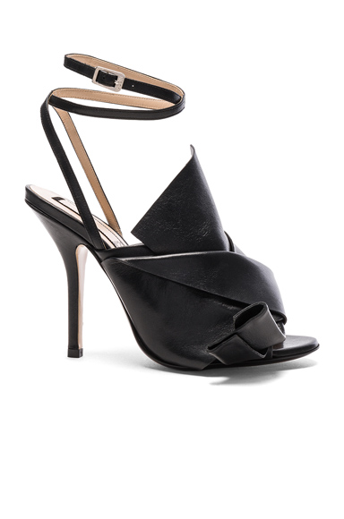 No. 21 Bow Leather Heels in Black