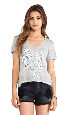 291 Flower Heart Uneven Hem Tee in Heather Grey