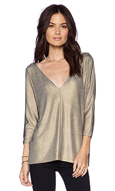 ADDISON Nicks Plunging V Easy Top in Gold