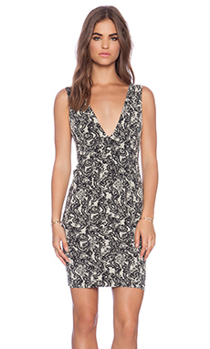 Alice + Olivia Valerie V Neck Dress in Black & White