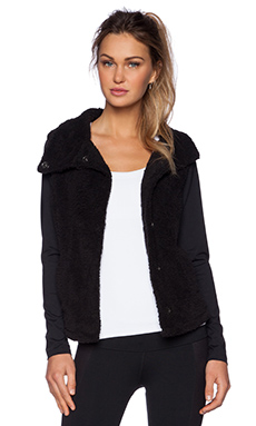 alo Elevate Jacket in Black