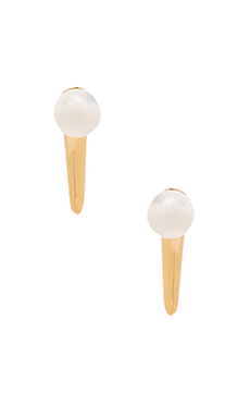 Amber Sceats Hooked Pearl Earring in Gold