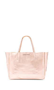 AMPERSAND AS APOSTROPHE Sideways Tote Bag in Copper