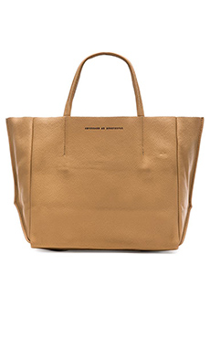 AMPERSAND AS APOSTROPHE Half Tote in Camel