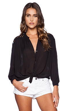 AMUSE SOCIETY Brennan Woven Top in Black Sands