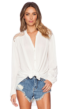 AMUSE SOCIETY Brennan Woven Top in Casa Blanca