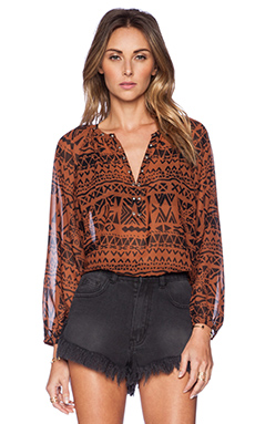 AMUSE SOCIETY Piper Woven Top in Black Sands