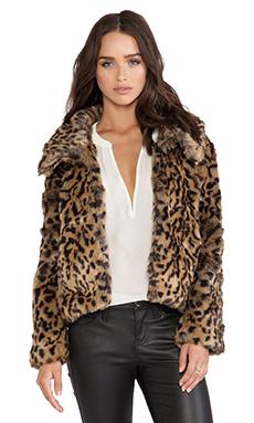 Bardot Crop Faux Fur Jacket en Leopard