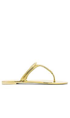 BCBGMAXAZRIA Feld Sandal in Gold