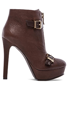 BCBGeneration Wish Heel in Oak