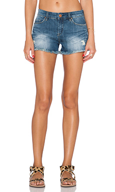 BLANKNYC Distressed Cut Off Short in Stage 5 Clinger