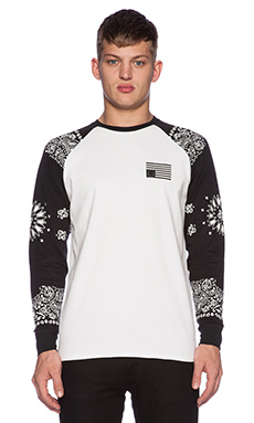 Black Scale Stingray II L/S Tee in White