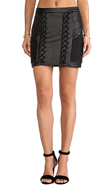 Cameo Hold Up Skirt in Black