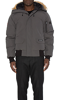 Canada Goose Chilliwack Bomber with Coyote fur trim in Graphite