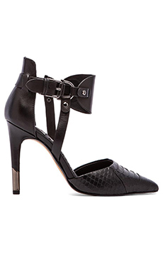 Dolce Vita Knoxx Heel in Black