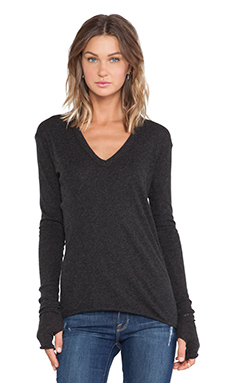 Enza Costa Cashmere Jersey Cashmere Loose V in Charcoal