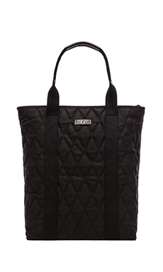 Fred Perry Waxed Quilt Zip Top Tote in Black