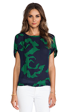 Halston Heritage Printed Boxy Top in Navy & Grass