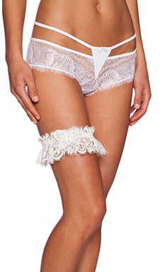 Hanky Panky Lady Catherine Boxed Leg Garter in Light Ivory