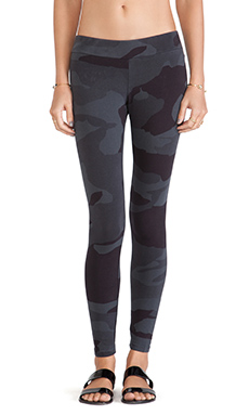 MONROW Camo Print Basic Leggings in Vintage Black