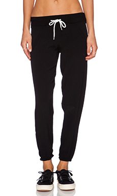 MONROW Crepe Woven Sweatpant in Black