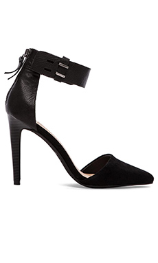 Joe's Jeans Arnie Heel in Black