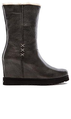 Koolaburra La Cienaga Delux Boot with Fur in Black