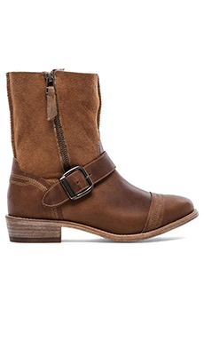 Koolaburra Duarte Boot with Fur in Chestnut