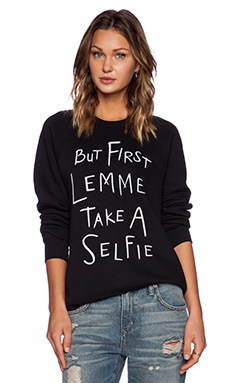 Local Celebrity Selfie Bobbi Sweatshirt in Black