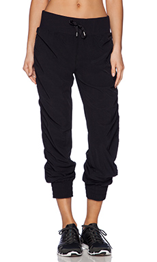 Lorna Jane Weekender Full Length Pant in Black