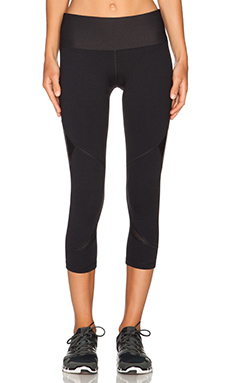 Lorna Jane Sleek Core Stability 7/8 Tight in Black