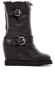 Australia Luxe Collective Machina Wedge Boot with Fur Lining in Distressed Black
