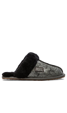 THE LUXCLUSIVE by Australia Luxe Collective Close Mule Slipper in Crackle Black & Silver
