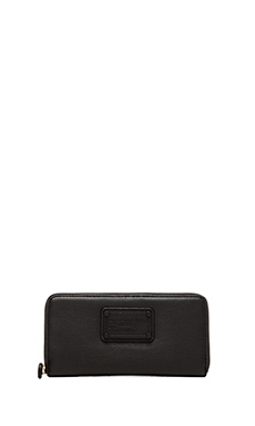 Marc by Marc Jacobs Electro Q Vertical Zippy Wallet in Black