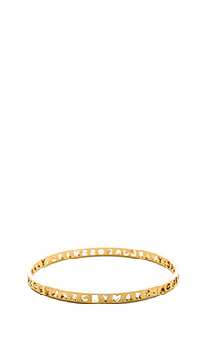 Marc by Marc Jacobs New Classic Marc Cut It Out Logo Bangle in Oro