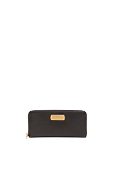 Marc by Marc Jacobs New Q Slim Zip Around Wallet in Black