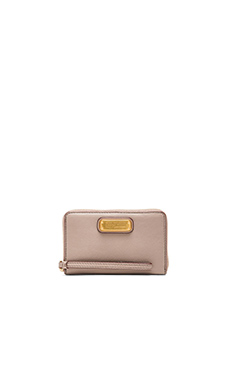 Marc by Marc Jacobs New Q Wingman Wallet in Cement