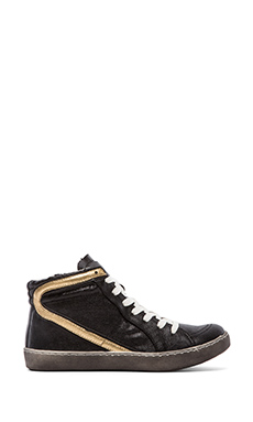 Matisse Alva Sneaker in Black