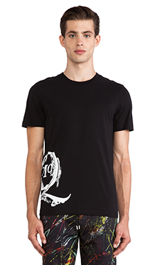 McQ Alexander McQueen MG Etched Logo SS Crew Tee in Darkest Black