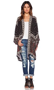NOVELLA ROYALE Hitchhiker Kimono in Black Daisy Paisley