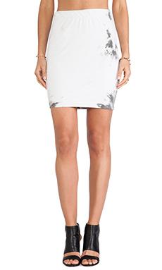 Pam & Gela Side Ruched Knee Skirt in Tie Dye Grey