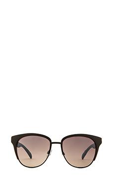 Quay Zoe Sunglasses in Black