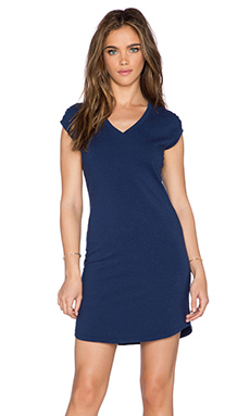 SUNDRY V Neck Shift Dress in Deep Sea