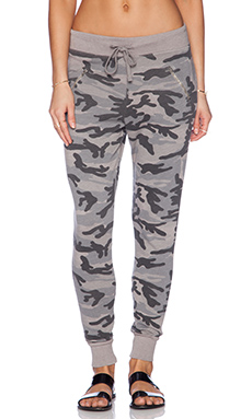 SUNDRY Camo Zipper Sweatpant in Mink