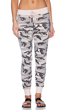 SUNDRY Camo Zipper Sweatpant in Petal