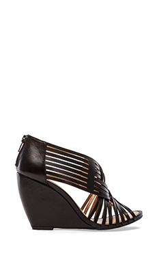 Seychelles Get To Know Me Wedge Sandal in Black