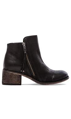 Seychelles Elaborate Bootie in Black