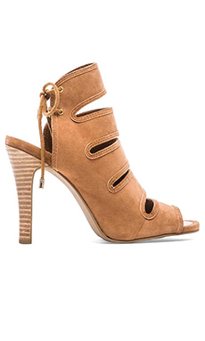 Seychelles Play Along Heel in Tan
